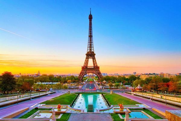 Tháp Eifel 1 trong 7 kỳ quan của thế giới và là biểu tượng của nước Pháp.